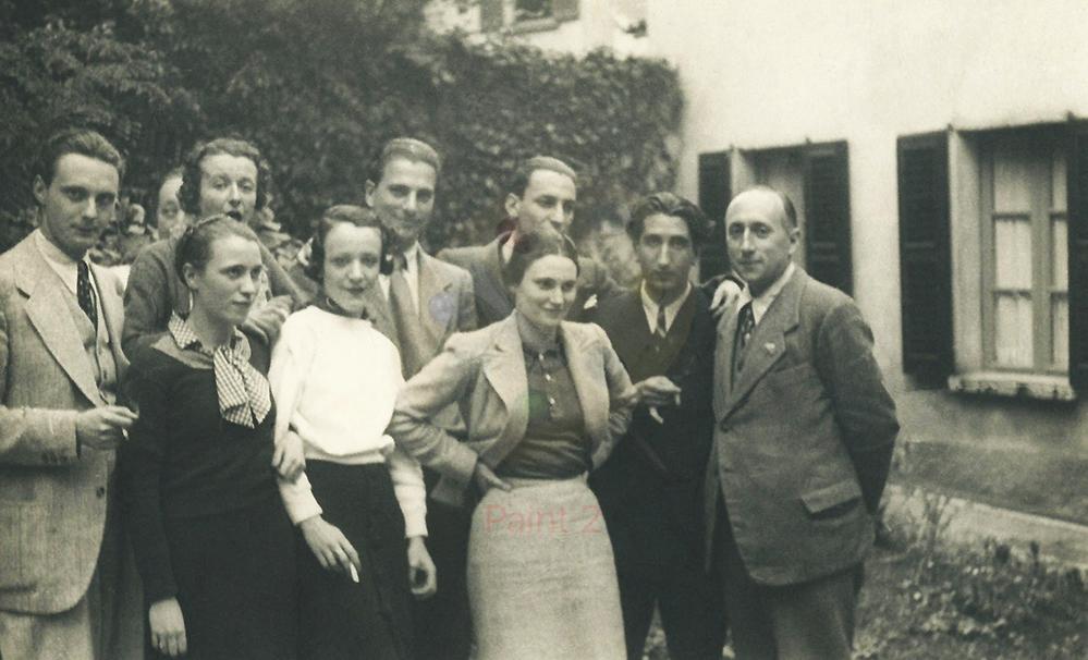 Da destra: Antonio Banfi, Enzo Paci, e altri allievi