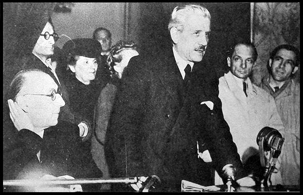 16 marzo 1946, Casa della Cultura, discorso inaugurale di Ferruccio Parri. Banfi seduto sulla sinistra.